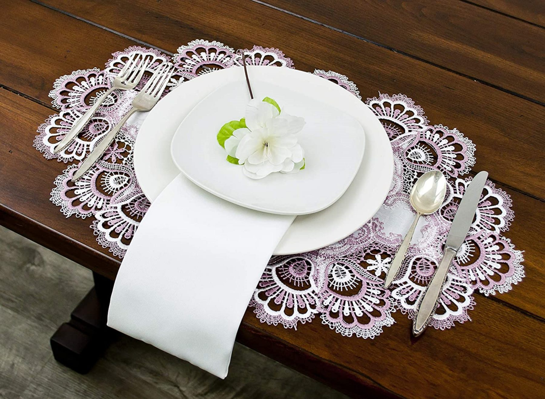 mauve & white peacock tail lace on ivory placemats